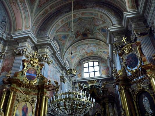 St.-Anna-Kirche, Anfang des 16. Jahrhunderts, barocke Innenausstattung (Hauptaltar, Seitenaltäre, Orgel und Kanzel) stammen aus dem 18. Jahrhundert.