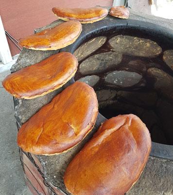 Brot mit Zimt aus dem offenen Steinofen