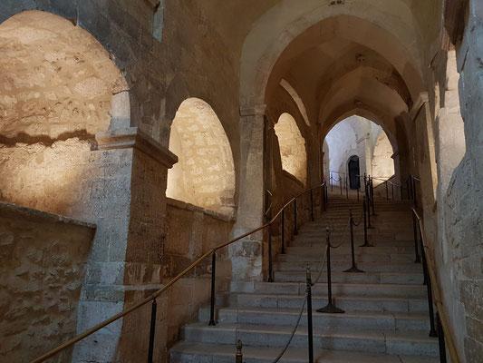 Treppenaufgang von der Grotte