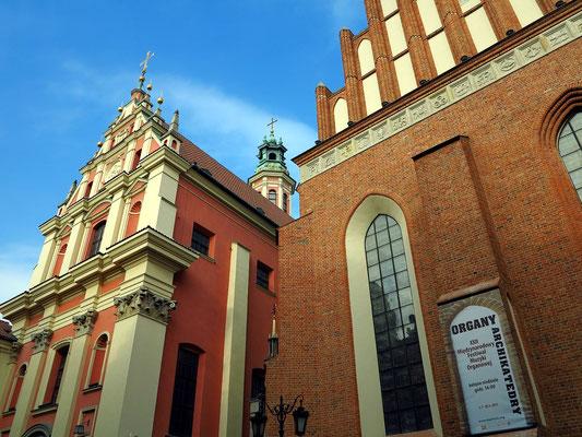 Sanktuarium Matki Bożej Łaskawej (Kirche Unserer Lieben Frau von Grace, Jesuitenkirche, 1626 eröffnet, links) und Johanneskathedrale, seit 1798 Domkirche des Erzbistums Warschau (rechts)