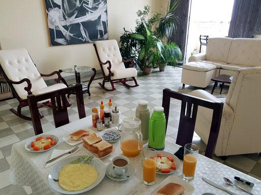 Frühstück im Hostal CasAlta in Camagüey