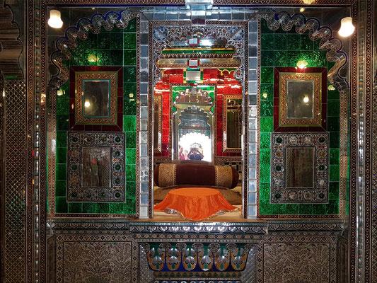 Manek Mahal, erbaut von M. Karan Singh Ji, 1620-28. Glas-Inlay-Arbeiten von M. Swarup Singh Ji, 1842-61
