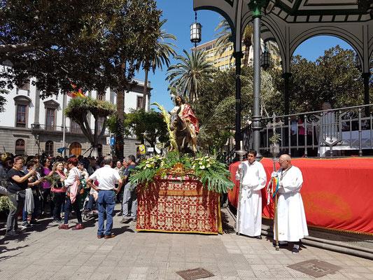 Las Palmas, Palmsonntag im Parque San Telmo. (Einzug von Jesus auf dem Esel in Jerusalem)