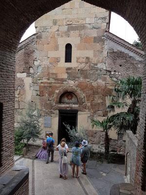 Antschischati, orthodoxe Kirche in der Ioane Shavteli Street. Der Hauptbau stammt aus der Zeit von Vakhtang Gorgasali (446-499) und wurde im 7. Jahrhundert fertiggestellt.