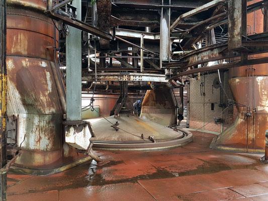 Gichtbühne auf 27 m Höhe: Sie dient dem Befüllen der Hochöfen von oben mit Koks sowie einer Mischung aus Eisenerz, Sinter, Schrott und Zusatzstoffen