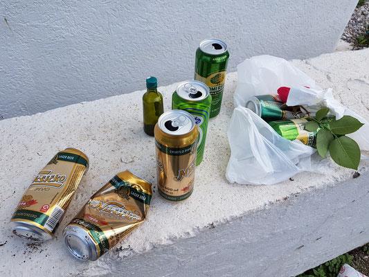 Überreste einer Strand-Party