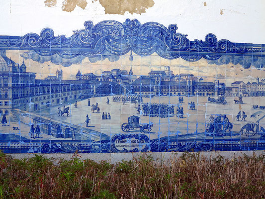 Azulejos an der Igreja de Santiago