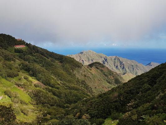 Blick vom Anaga-Gebirge nach S zum Meer