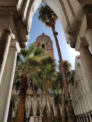 Chiostro del Paradiso, Blick zum Turm der Kathedrale