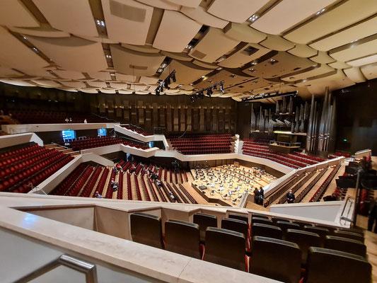 Großer Saal mit 1900 Plätzen und ausgezeichneter Akustik