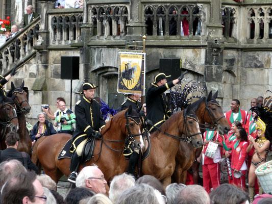 CHIO Stadtfest, Aachener Stadtreiter auf dem Marktplatz vor dem Rathaus
