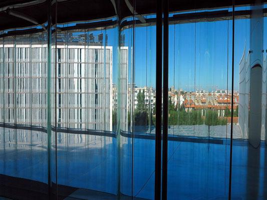 Casa da Música, Gewelltes Glasfenster im Großen Saal