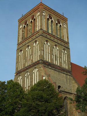 Anklam. Kirchturm der Nikolaikirche. Der Kirchturm brannte im Zweiten Weltkrieg aus und soll durch das Projekt Ikareum rekonstruiert werden.