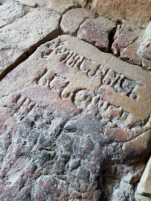 König Dawit der Erbauer wurde unter dem Pflaster des südlichen Torbogens bestattet.