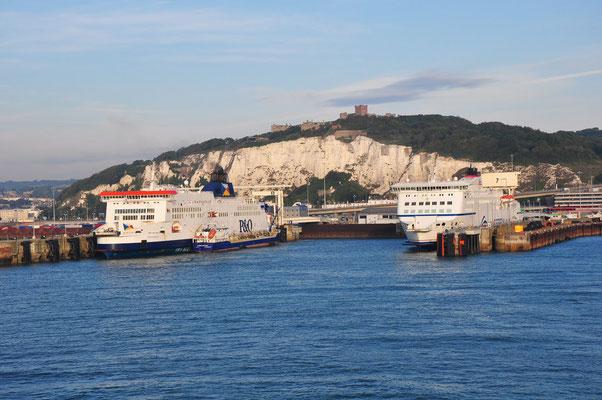 Einfahrt in den Hafen von Dover