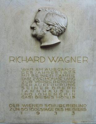 Richard Wagner zu Gast im Hotel Imperial. Relief des österreichischen Bildhauers Robert Ullmann (1903-1966)