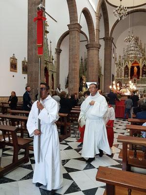 Beginn der Karfreitagsprozession in der Kirche Candelaria