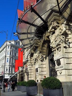 Eingang zum Hotel Boscolo Budapest