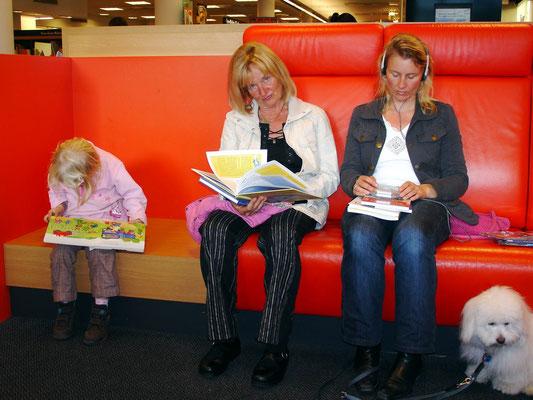 Ricarda, Almut, Kerstin und Luna in der Mayerschen Buchhandlung in Aachen, 13.09.2007