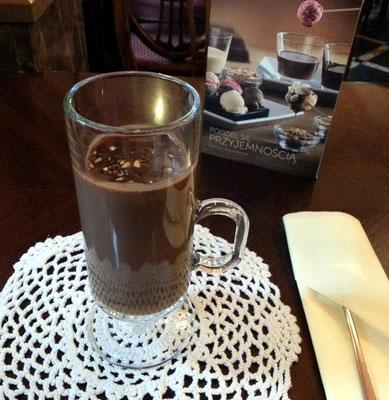 Café Wedel, heiße dickflüssige Schokolade, eine Wohltat an kühlen Regentagen