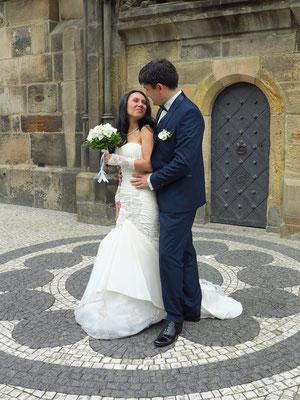 Hochzeitspaar vor dem Altstädter Rathaus