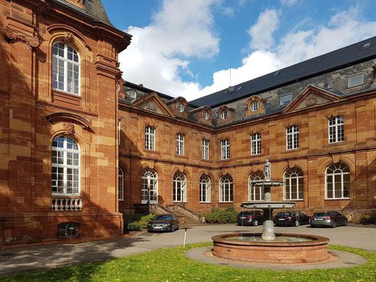 Konzernzentrale von Villeroy & Boch (in der ehemaligen Abtei Mettlach)