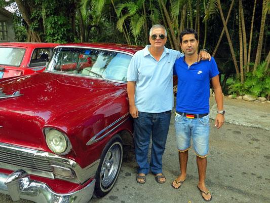 Vater Jorge und Sohn Jorge neben dem 2. Oldtimer Chevrolet BelAir von Cuba Star Travel