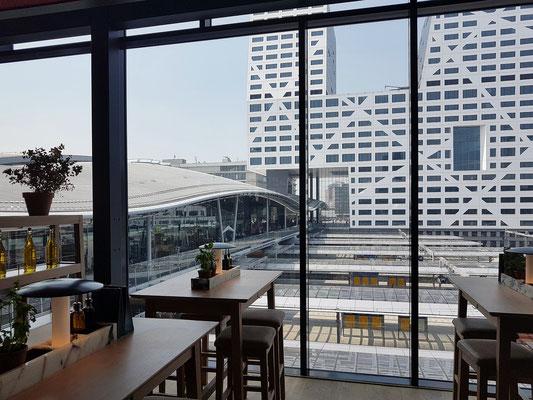 Utrecht, Blick vom Restaurant Vapiano auf Central Station