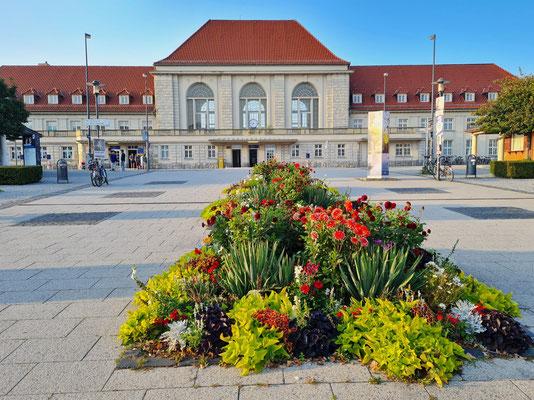 Weimarer Hauptbahnhof gegenüber dem Hotel Kaiserin Augusta
