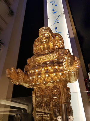 Pompöse Skulptur in der Lobby