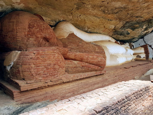 Liegender Buddha unterhalb des Pidurangala-Monoliths