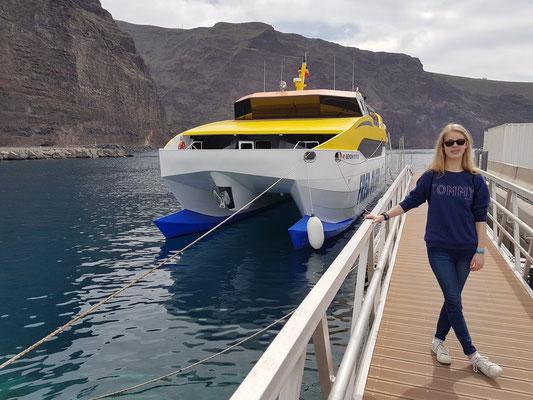 Personenfähre Benchi Express im Hafen von Vueltas