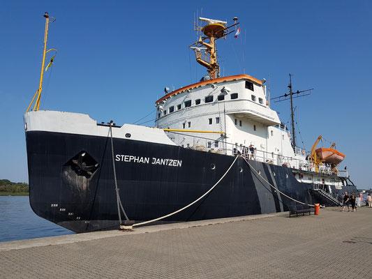 """Die """"Stephan Jantzen"""", ein 1967 auf der Leningrader Admiralswerft gebauter Eisbrecher, heute außer Dienst gestellt"""