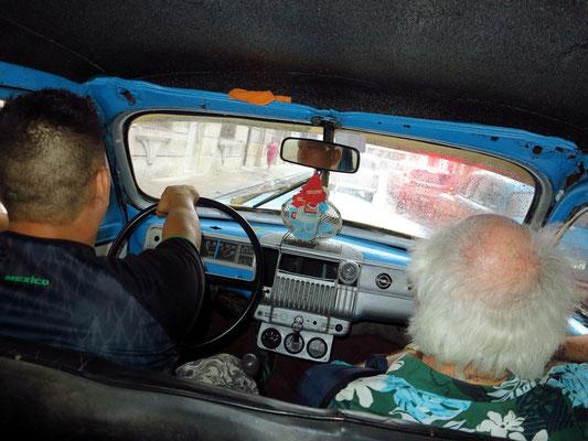 Mit einem Taxi (Pontiac von 1941) vom Malecón zum Hotel Florida, Preis 5 CUC