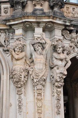 Der Zwinger Skulpturenschmuck am Wallpavillon (23.8.2010)