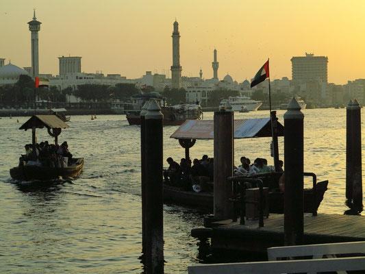 Sonnenuntergang am Deira Creek. Hier fahren die kleinen Holzboote (abras) zum jenseitigen Ufer