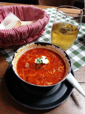 Rote-Beete-Suppe im 1. Slovak Pub, Obchodná 613/62
