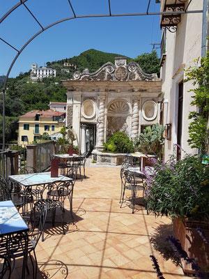 Im Terrassengarten Giardino della Minerva werden seit dem 14. Jahrhundert Heilpflanzen angebaut.