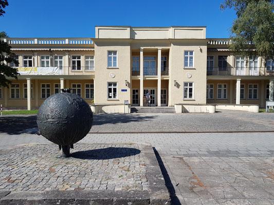 Dokumentationszentrum Alltagskultur der DDR, im Gebäude einer ehemaligen Kindertagesstätte. Ständige Ausstellung und Präsentation wechselnder Themen zeigen das Leben in der DDR.