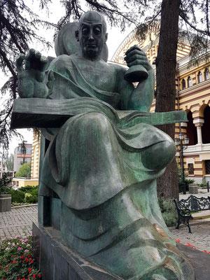 Bronzeplastik neben dem Opernhaus. Denkmal für den großen georgischen Komponisten, Direktor und Lehrer Zakaria Paliashvili (Bildhauer M. Berdzenishvili, Bronze, 1971)