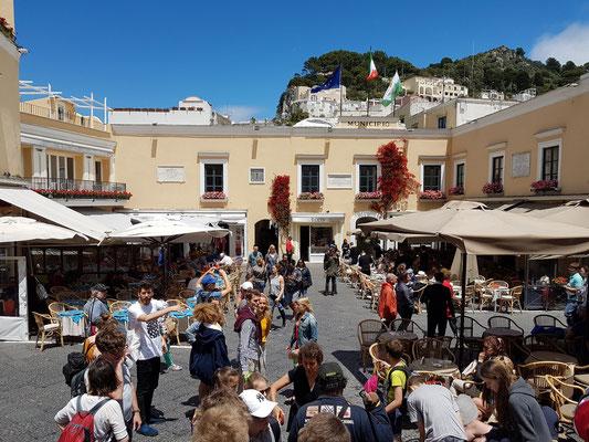 Piazzetta auf Capri, Sehen und Gesehenwerden