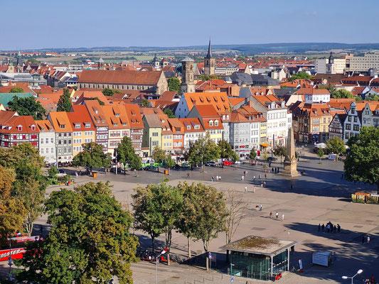 Erfurt, Blick auf Domplatz und Altstadt mit Predigerkirche