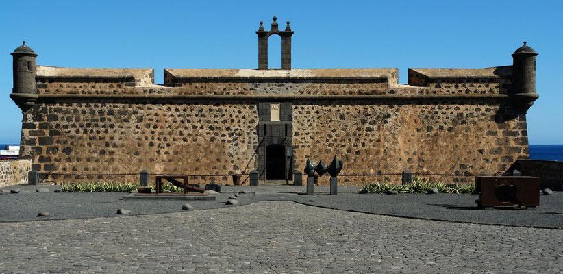 Arrecife. Castillo de San José mit dem Museo Internacional de Arte Contemporanéo, 1976 von César Manrique gegründet