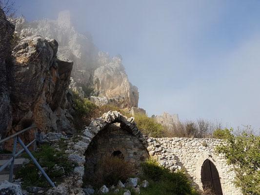Sankt Hilarion in Nebelschwaden