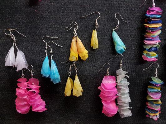 Herstellung von Schmuck aus gefärbten Fischschuppen