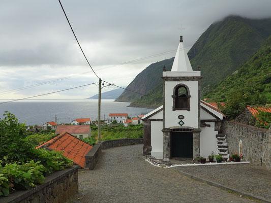 Fajã dos Vimes mit Kirche