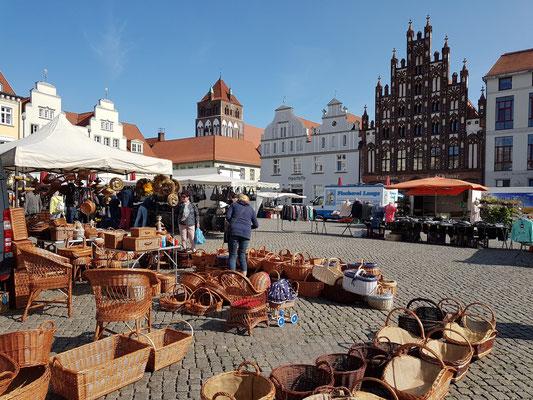Auf dem Marktplatz wurde schon im 13. Jahrhundert Handel betrieben