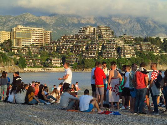 Treffen der Jugendlichen an der Budva Riviera