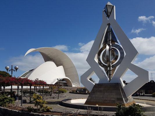 Auditorio de Tenerife Adán Martín und Windspiel von César Manrique