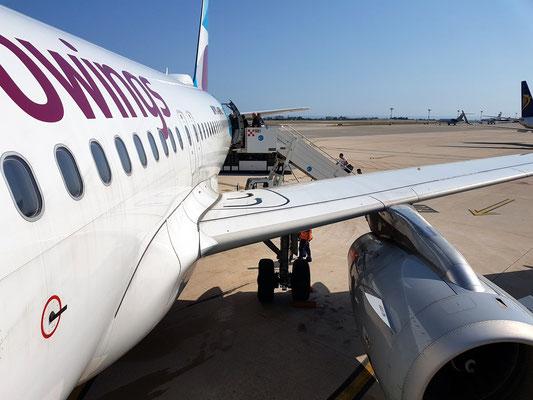 Einstieg in den Airbus A 312 in Bari